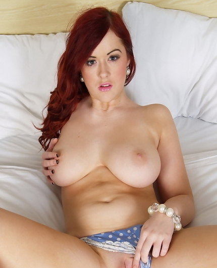 Rosie Jay pussy spread