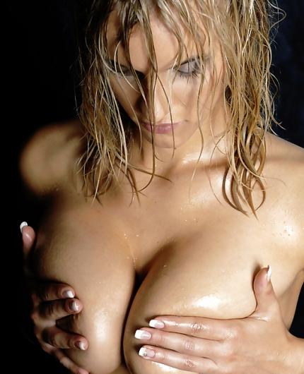 Wet Amanda nude