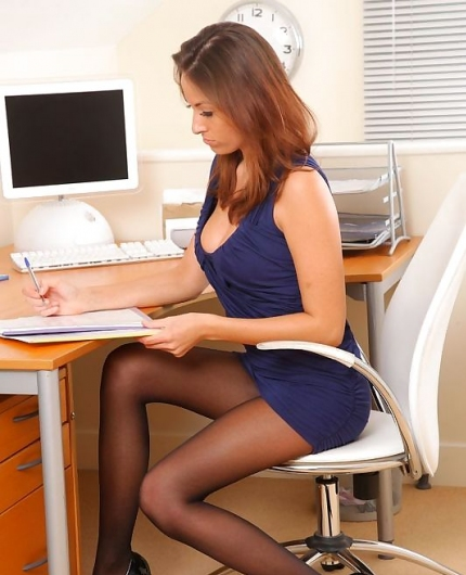 Hot secretary Sammie