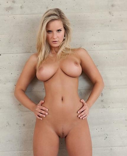 Nude Miela