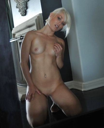 Ash Hollywood nude