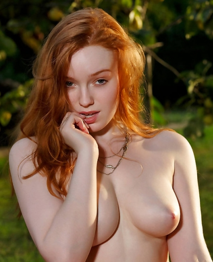 Curvy redhead Kloe Kane