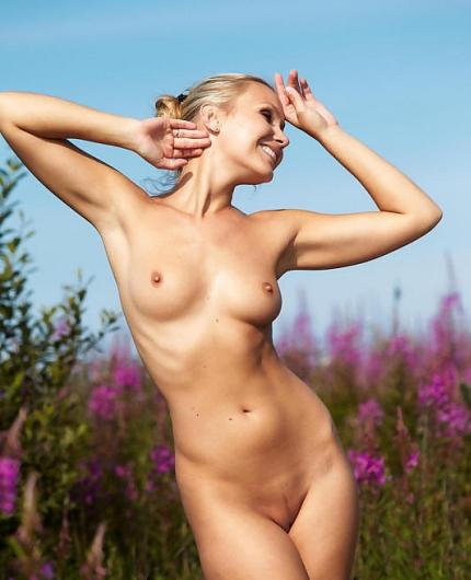 Erotic beauty Lizzy Merova