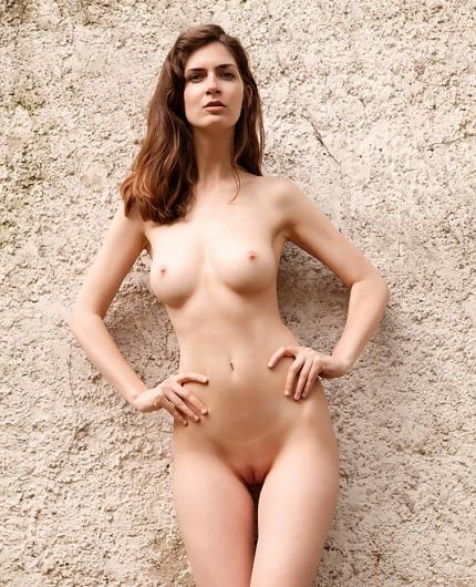 Meet Charlotta Nude