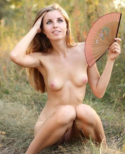 Hellan Nude Outdoor