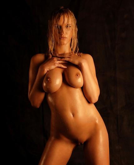Amanda Erotic Gallery