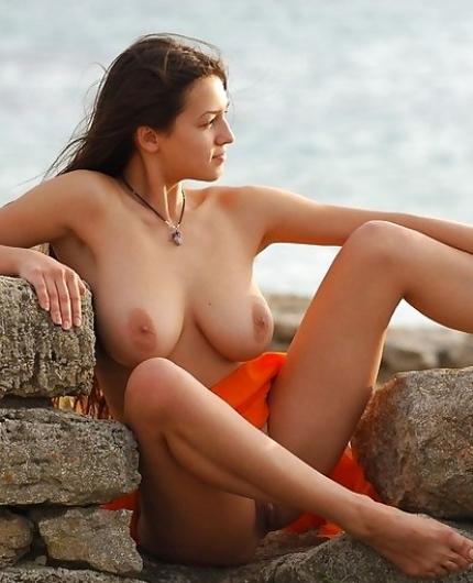 Sofi A naked beauty