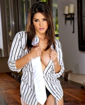 Twistys Treat Sunny Leone