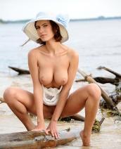 Suzanna white hat