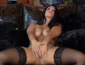 Eva Lovia in got to lovia