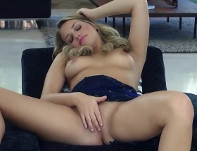 Mia Malkova spreads