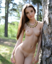 Jasmine Nude Walk