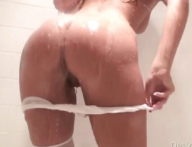 Destiny Moody Totally Wet Video