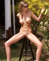 Carli Banks likes banana